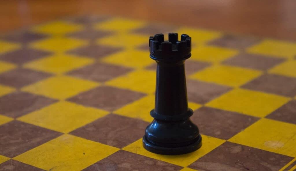 Photo d'une pièce d'échecs sur un échiquier