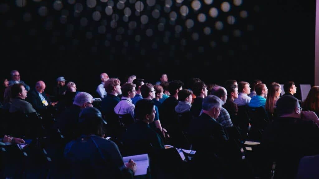 Photo de l'audience d'une conférence