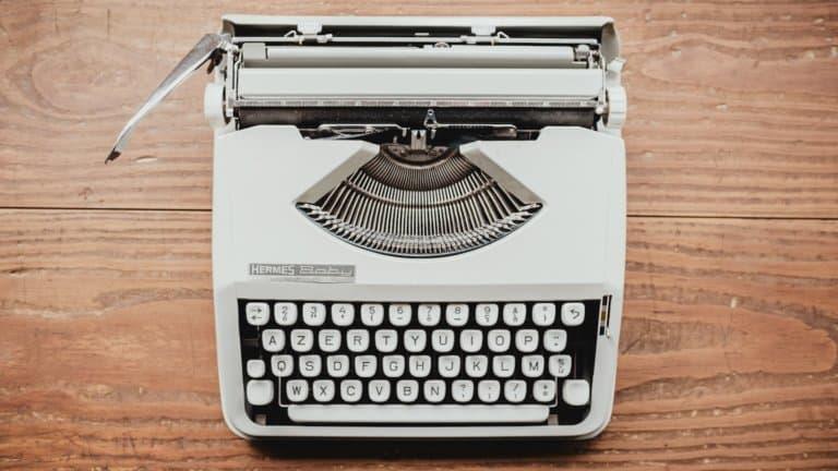 Photo d'une machine à écrire