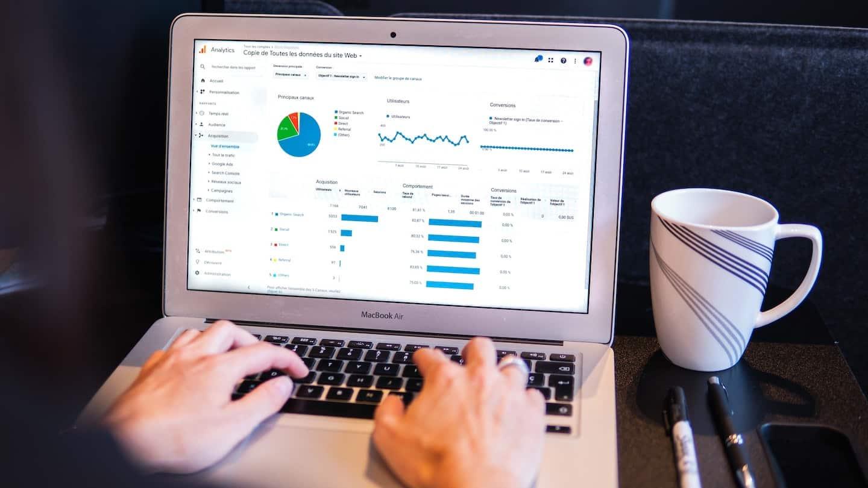 écran d'ordinateur avec outil de reporting