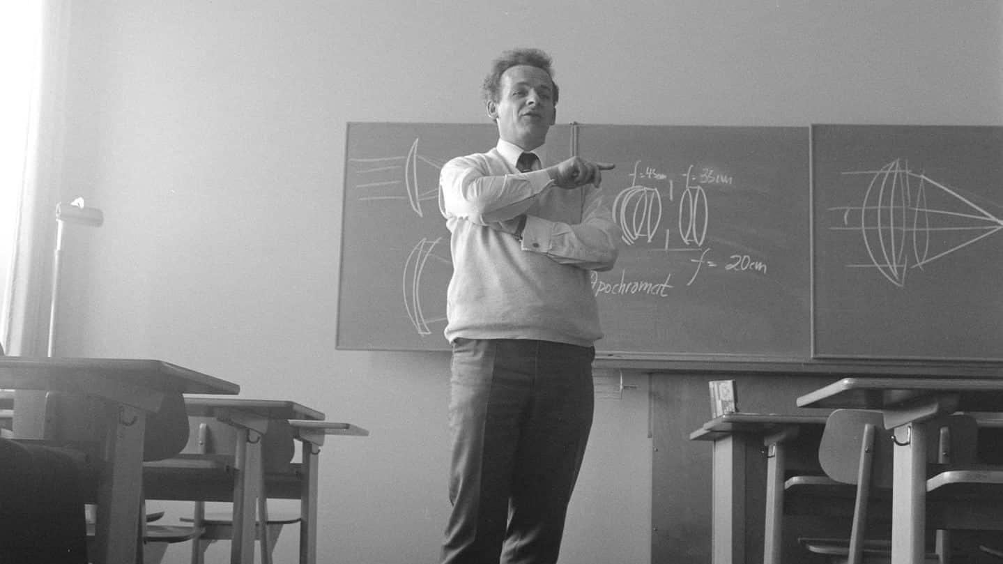 professeur noir et blanc