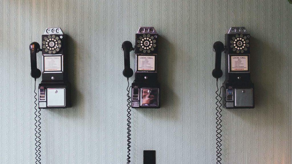 image cabines téléphoniques